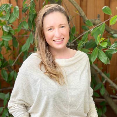 Picture of Karina Akouka, therapist in California