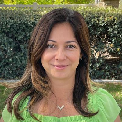 Picture of Faride Herran, therapist in California
